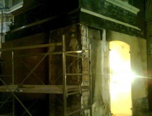 Danni subiti al Trono del Santo in seguito all'incendio del 14 aprile 2013