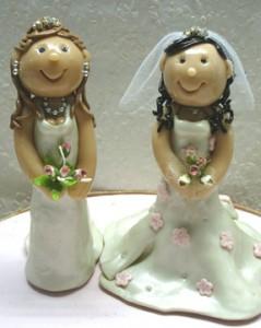 Torta nuziale con due spose