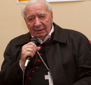 Sua Ecc.za Mons. Riboldi, ormai 90enne, in una delle conferenze che ancora tiene in giro per l'Italia